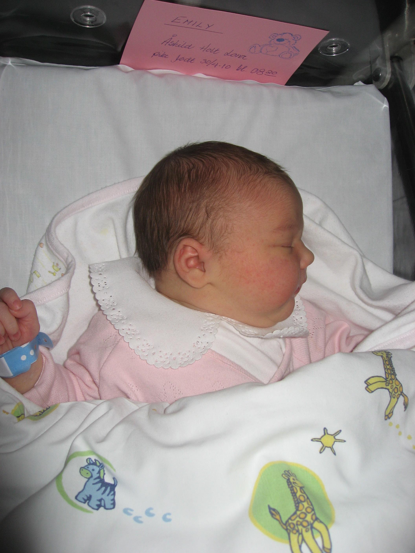 Bilderesultat for lillegull emily nyfødt