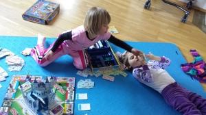 Victoria spiller monopol med en stadig bedre Emily, i går ettermiddag