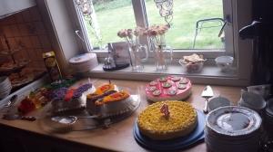 Herlige kaker! Sommerfugler fra Tante Rita, suksesskake fra Mimmi og ostekake fra Petter <3