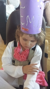 Nydelig lilla krone hun fikk i barnehagen!