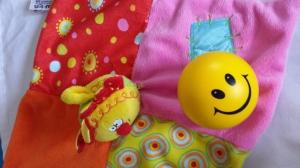 Herlig koseklut i glade farger og Smiley-ball