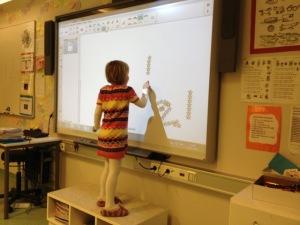Moderne skole i 2014! Litt kontraster fra henholdsvis 72 og 79 da hennes foreldre begynte på skolen!