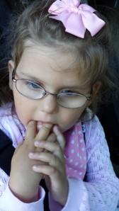 Emily litt tankefull slik hun ofte kan være, på vei til barnehagen i dag morges