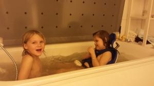Stor vannglede for småsøstrene <3