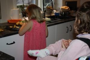 Kjekt med assistenter på kjøkkenet!